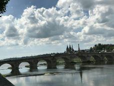 伏尔塔瓦河-布拉格-乖小咪