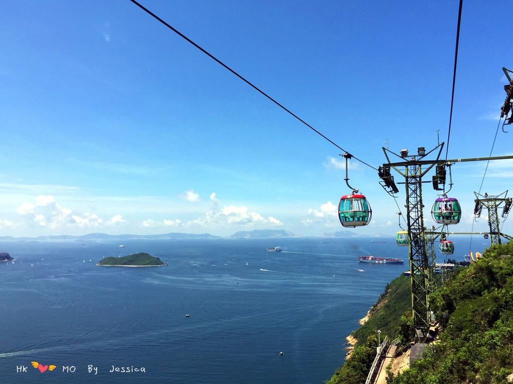 """海洋公园的缆车世界闻名,跨""""山""""越""""海"""",一步一景."""