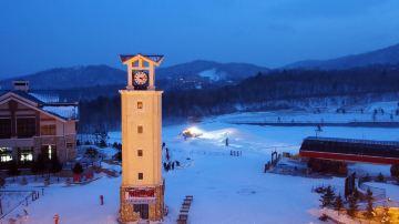 ClubMed亚布力滑雪度假村_暮色中的钟楼