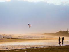 新西兰奥克兰穆里怀海滩+霍比特村+怀托摩萤火虫洞一日游