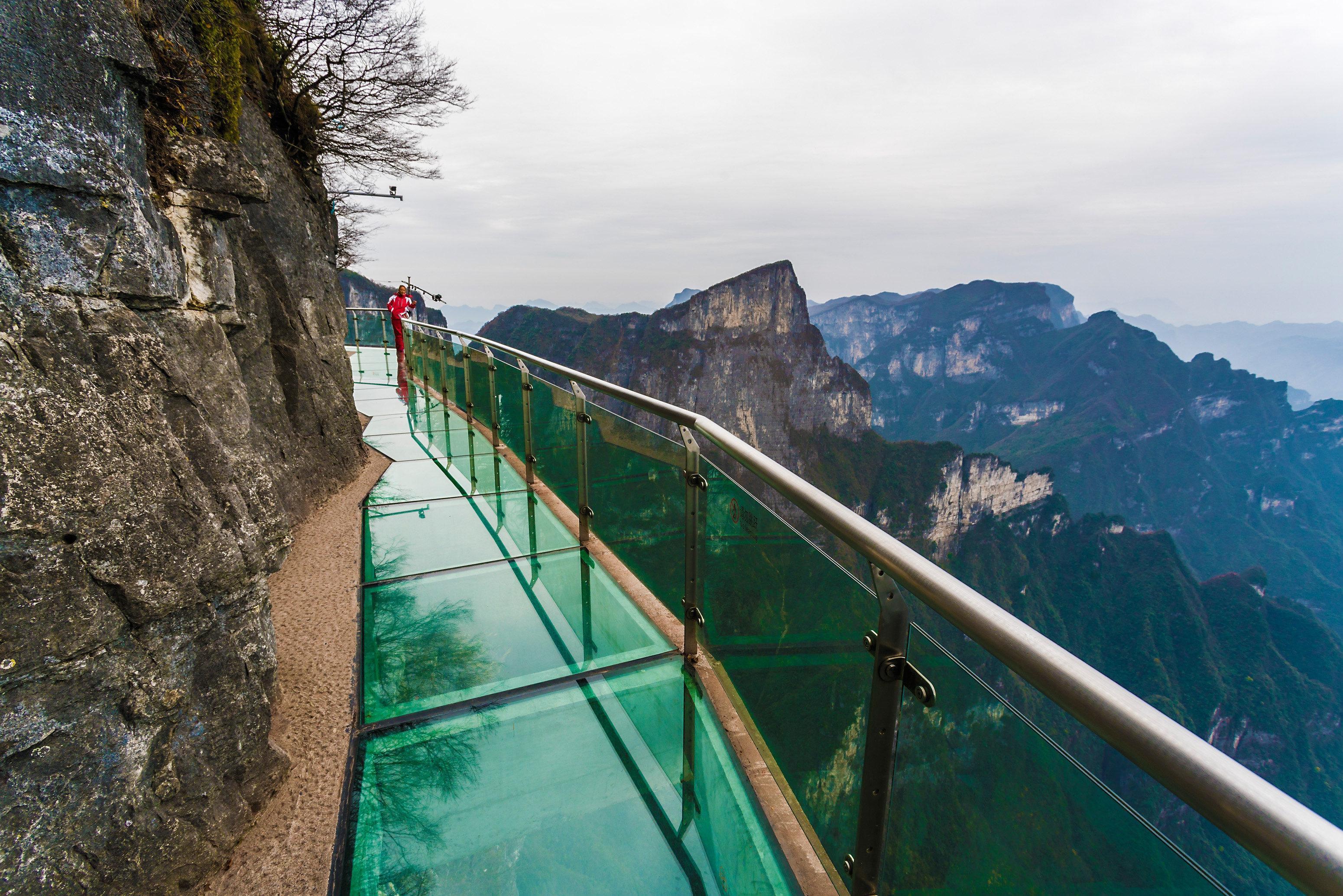 One-Day Tour in Tianmen Mountain and Glass Bridge