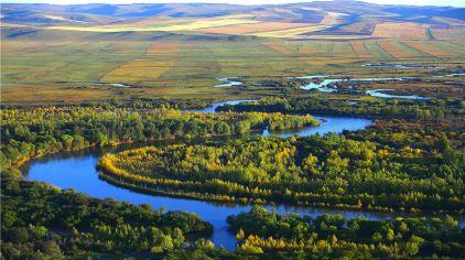 标题:湿地秋色 作者:付海涛。 地址额市青少年校外活动中心